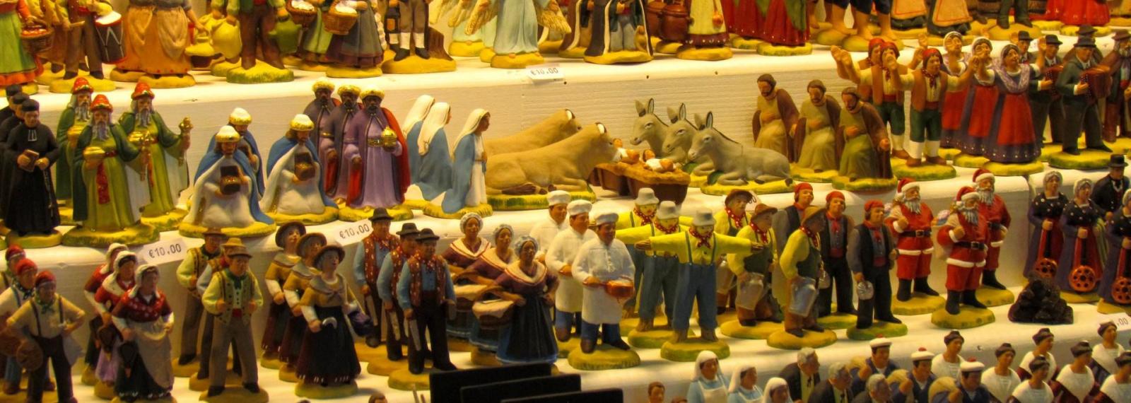 Marché autour de Noël et les santons