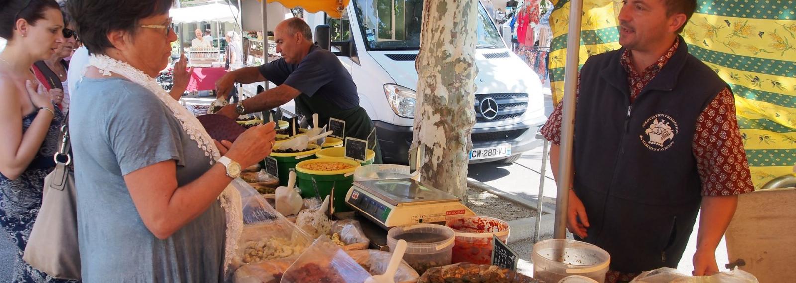 Marché provençal Fontvieille